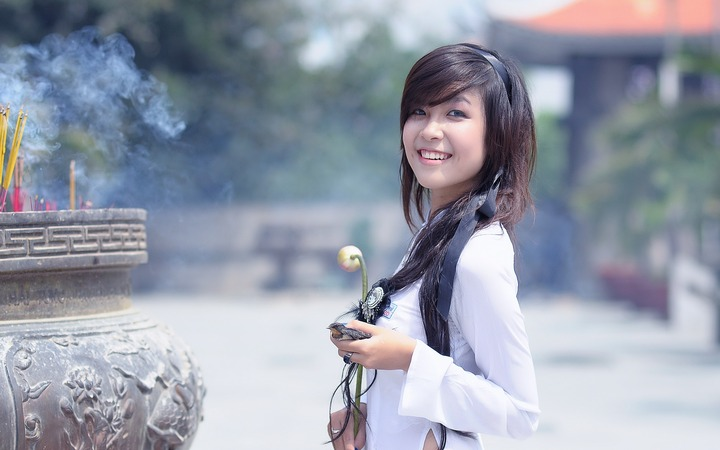 Chinese Brands - Chinese Girl with Bird